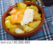 Купить «Patatas bravas with garlic mayonnaise and sauce», фото № 30306485, снято 17 июля 2019 г. (c) Яков Филимонов / Фотобанк Лори