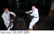 Купить «Two men training kendo on a parking lot. Man fends off a sword attack», видеоролик № 30307009, снято 8 июля 2020 г. (c) Константин Шишкин / Фотобанк Лори