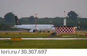 Купить «Airplane taxiing after landing», видеоролик № 30307697, снято 23 июля 2017 г. (c) Игорь Жоров / Фотобанк Лори