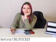 Купить «Молодая креативная дквушка  заполняет Трудовой договор и трудовая книжка, паспорт и диплом на столе», фото № 30313521, снято 14 марта 2019 г. (c) Гетманец Инна / Фотобанк Лори