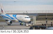 Купить «Airplane Airbus 320 towing», видеоролик № 30324353, снято 1 декабря 2018 г. (c) Игорь Жоров / Фотобанк Лори