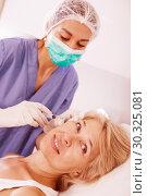 Купить «Senior woman getting facial injection», фото № 30325081, снято 28 июля 2017 г. (c) Яков Филимонов / Фотобанк Лори