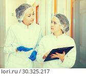Купить «Doctors describing beauty procedures», фото № 30325217, снято 5 июля 2020 г. (c) Яков Филимонов / Фотобанк Лори