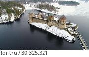 Купить «Вид на старинную крепость Олавинлинна пасмурным мартовским днем (съемка с квадрокоптера). Савонлинна, Финляндия», видеоролик № 30325321, снято 16 марта 2019 г. (c) Виктор Карасев / Фотобанк Лори
