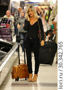 Купить «Actress Donna D'Errico collects her luggage after arriving at Los Angeles International (LAX) Airport Featuring: Donna D'Errico Where: Los Angeles, California...», фото № 30342765, снято 1 сентября 2017 г. (c) age Fotostock / Фотобанк Лори