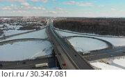 Купить «An aerial view on a highway at winter. Large traffic interchange», видеоролик № 30347081, снято 9 июля 2020 г. (c) Константин Шишкин / Фотобанк Лори