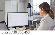 Купить «programmer giving folder to colleague at office», видеоролик № 30356453, снято 18 марта 2019 г. (c) Syda Productions / Фотобанк Лори