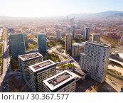 Купить «European city Barcelona with view of blocks of flats, Spain», фото № 30367577, снято 5 марта 2019 г. (c) Яков Филимонов / Фотобанк Лори