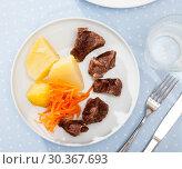 Купить «Top view of steamed veal with potato, grated carrots», фото № 30367693, снято 24 апреля 2019 г. (c) Яков Филимонов / Фотобанк Лори