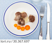 Купить «Steamed turkey with potatoes. Diet food», фото № 30367697, снято 19 апреля 2019 г. (c) Яков Филимонов / Фотобанк Лори