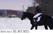 Купить «A woman riding a horse outside», видеоролик № 30367853, снято 23 июля 2019 г. (c) Константин Шишкин / Фотобанк Лори