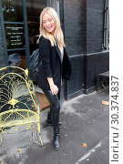 Laura Whitmore arrives at Bourne and Hollingsworth Buildings for ... (2017 год). Редакционное фото, фотограф WENN.com / age Fotostock / Фотобанк Лори