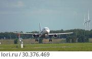 Купить «Airbus A319 landing», видеоролик № 30376469, снято 26 июля 2017 г. (c) Игорь Жоров / Фотобанк Лори