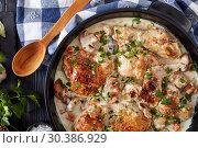 Купить «chicken fricassee in a dutch oven, flat lay», фото № 30386929, снято 21 февраля 2019 г. (c) Oksana Zh / Фотобанк Лори