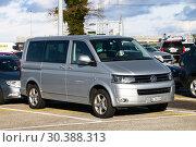 Купить «Volkswagen Transporter», фото № 30388313, снято 11 марта 2019 г. (c) Art Konovalov / Фотобанк Лори