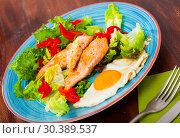 Купить «Cooked egg with fried trout, vegetables and fresh lettuce at plate on table», фото № 30389537, снято 22 апреля 2019 г. (c) Яков Филимонов / Фотобанк Лори