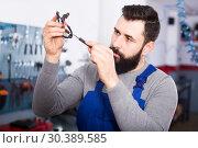 Купить «thoughtful man worker working at restoring motorbike in workshop», фото № 30389585, снято 19 апреля 2019 г. (c) Яков Филимонов / Фотобанк Лори