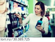 Купить «Woman choosing best mouthwash», фото № 30389725, снято 23 ноября 2016 г. (c) Яков Филимонов / Фотобанк Лори