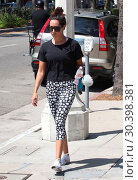 Ashley Tisdale leaves a gym in Studio City (2017 год). Редакционное фото, фотограф WENN.com / age Fotostock / Фотобанк Лори