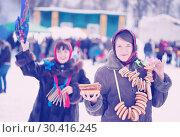 Купить «Girl with pancake during Maslenitsa festival», фото № 30416245, снято 6 марта 2011 г. (c) Яков Филимонов / Фотобанк Лори