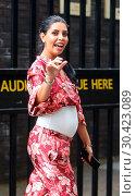 Danielle Lloyd and Cara De La Hoyde leave the ITV Studios in London (2017 год). Редакционное фото, фотограф WENN.com / age Fotostock / Фотобанк Лори