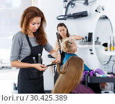 Купить «Hairdresser doing styling of girl», фото № 30425389, снято 26 июня 2018 г. (c) Яков Филимонов / Фотобанк Лори