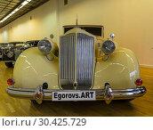"""Автомобиль """"Паккард"""" (Twelve series 1507, модель 1039) 1937 года выпуска на выставке старых и редких автомобилей (2018 год). Редакционное фото, фотограф Сергей Рыбин / Фотобанк Лори"""