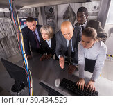 Купить «Businesspeople together near computer in quest room-lab», фото № 30434529, снято 29 января 2019 г. (c) Яков Филимонов / Фотобанк Лори