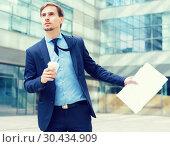 Купить «Portrait of busy man in suit rushing», фото № 30434909, снято 29 апреля 2017 г. (c) Яков Филимонов / Фотобанк Лори