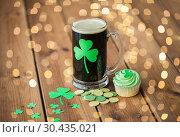 Купить «shamrock on glass of beer, green cupcake and coins», фото № 30435021, снято 31 января 2018 г. (c) Syda Productions / Фотобанк Лори