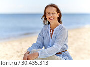 Купить «happy smiling woman on summer beach», фото № 30435313, снято 15 июня 2018 г. (c) Syda Productions / Фотобанк Лори
