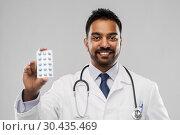 Купить «indian male doctor with pills and stethoscope», фото № 30435469, снято 12 января 2019 г. (c) Syda Productions / Фотобанк Лори