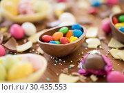 Купить «chocolate easter eggs and candy drops on table», фото № 30435553, снято 15 марта 2018 г. (c) Syda Productions / Фотобанк Лори