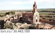 Купить «Aerial view of ruins of old historic Spanish village Belchite in province of Zaragoza», видеоролик № 30443189, снято 9 марта 2019 г. (c) Яков Филимонов / Фотобанк Лори