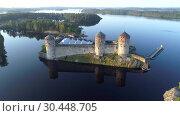 Купить «Крепость Олавинлинна на фоне Сайменского озера ранним июльским утром. Финляндия», видеоролик № 30448705, снято 25 июля 2018 г. (c) Виктор Карасев / Фотобанк Лори