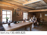 """Купить «The interior of the hut of a rural resident of the Siberian village of the 19th century of the second half. Pottery lesson. Irkutsk region, Museum of wooden architecture """"Taltsy""""», фото № 30449825, снято 20 марта 2019 г. (c) Наталья Волкова / Фотобанк Лори"""