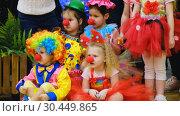 Купить «Unidentified children 4-5 years old in clown costumes at a party», видеоролик № 30449865, снято 14 марта 2019 г. (c) Антон Гвоздиков / Фотобанк Лори