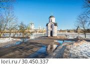 Купить «Ольгинская часовня во Пскове Pskov Krom from the Olginsky Chapel», фото № 30450337, снято 16 февраля 2019 г. (c) Baturina Yuliya / Фотобанк Лори