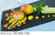 Купить «Baked potatoes in bacon with mustard cheese sauce», фото № 30456145, снято 19 апреля 2019 г. (c) Яков Филимонов / Фотобанк Лори