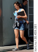 Купить «Emmy Rossum films 'Shameless' with costar Dermot Mulroney Featuring: Emmy Rossum Where: Pasadena, California, United States When: 14 Jul 2017 Credit: Cousart/JFXimages/WENN.com», фото № 30459381, снято 14 июля 2017 г. (c) age Fotostock / Фотобанк Лори