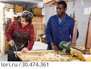 Restoration wooden chair in studio. Стоковое фото, фотограф Яков Филимонов / Фотобанк Лори
