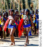 Купить «Women in traditional costumes marching at Umhlanga aka Reed Dance 01-09-2013 Lobamba, Swaziland», фото № 30474821, снято 1 сентября 2013 г. (c) Сергей Майоров / Фотобанк Лори