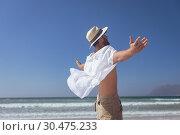 Купить «Happy man standing with open arm at beach», фото № 30475233, снято 14 ноября 2018 г. (c) Wavebreak Media / Фотобанк Лори