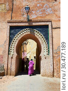 Купить «Decorated Arabesque Berber and entrance to the Medina. A UNESCO World Heritage Site. Meknes, Meknes-Tafilalet, Morocco.», фото № 30477189, снято 23 апреля 2014 г. (c) age Fotostock / Фотобанк Лори
