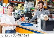 Купить «Guy seller discussing with upset woman», фото № 30487621, снято 17 мая 2018 г. (c) Яков Филимонов / Фотобанк Лори