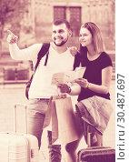 Купить «Young tourists with baggage traveling with map», фото № 30487697, снято 25 мая 2017 г. (c) Яков Филимонов / Фотобанк Лори