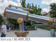 Купить «Подзорная труба на площади перед собором Нотр-Дам де Пари в Париже, Франция», фото № 30499353, снято 4 июля 2018 г. (c) V.Ivantsov / Фотобанк Лори
