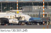 Купить «Airplane taxiing before departure», видеоролик № 30501245, снято 21 июля 2017 г. (c) Игорь Жоров / Фотобанк Лори