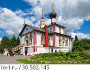Купить «Trinity Church of Novo-Golutvin female Convent», фото № 30502145, снято 9 июня 2018 г. (c) Алексей Голованов / Фотобанк Лори