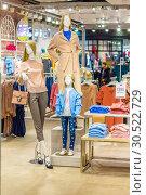 Купить «Russia Samara February 2019: Mannequins in a women's store», фото № 30522729, снято 23 февраля 2019 г. (c) Акиньшин Владимир / Фотобанк Лори